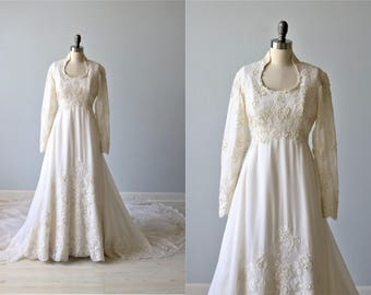 Vintage Long Sleeve Lace Wedding Dress / Sweetheart Neckline / Chapel Length Train / Neiman Marcus