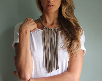 JOAQUINA fringe necklace in TOBACCO