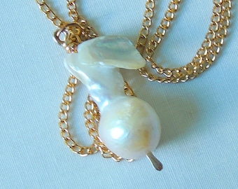 Freshwater baroque flame pearl pendant necklace