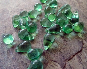 10 mm x 6 mm smooth glass teardrop briolette bead top drilled leaf green clear, lot of 10 pcs