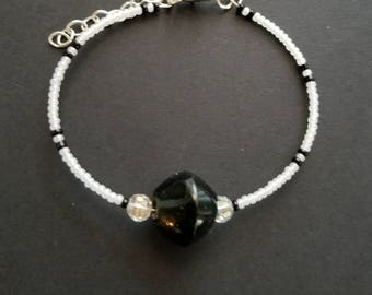 Lovely black and whte beaded memory wire blacelet with extender chain.