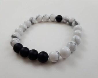High quality vegan, ethical, handmade gemstone bracelet. Beads; howlite and matte black onyx.