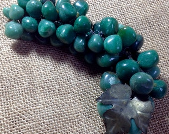 A bunch of  1950s Vintage simulated jade-green gemstone  decorative grapes in natural green quartzite.