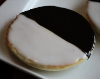 XL Black and White Cookies (New York Deli Style)   Classic Amerikaner (XLarge COOKIES)