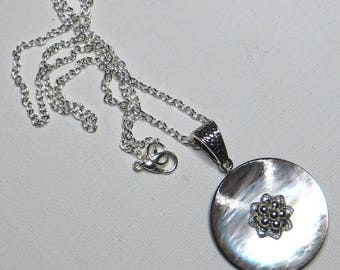 Necklace with iridescent grey vintage - #190 nacre button