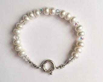 Swarovski Crystal and Button Pearl Bracelet    SRAJD     handmade  trend  birthday  summer  wedding