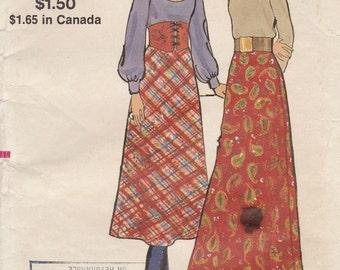 Vintage 1970s Vogue Sewing Pattern 8118 Misses Skirt / Waist 27