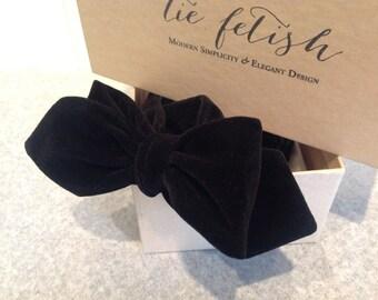 Velvet black freestyle bow tie