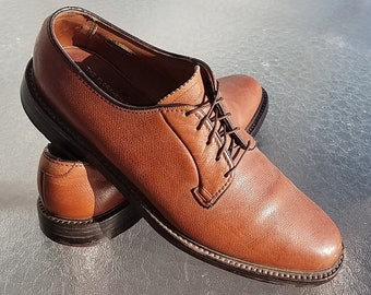 Vintage 1960s Florsheim Imperial 9.5 B Tan V-cleat Oxfords Dress Shoes. Laceup brogues. Made in USA!