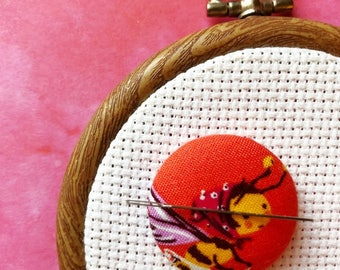 Cross Stitch Magnetic Needle Minder, Sewing Notion, Hand Embroidery, Needle Keeper, Heather Ross Briar Rose Bee Fabric, Stitching Accessory