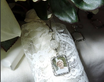 Wedding bouquet photo charm. Memorial photo charm for a bride's bouquet- crackled glass bead. Bridal shower gift for the bride.