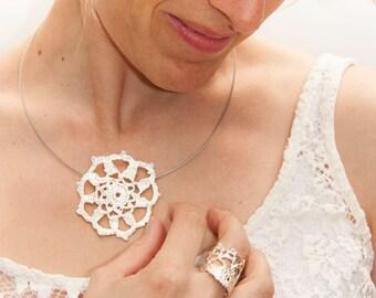 Romantica crochet pendant
