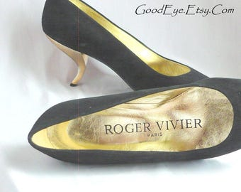 Vintage Roger VIVIER Suede Pumps w Gold Metal Heel / Size 7 B Eu 37 .5 Uk 4 .5 / Back Leather made in Italy 1990s