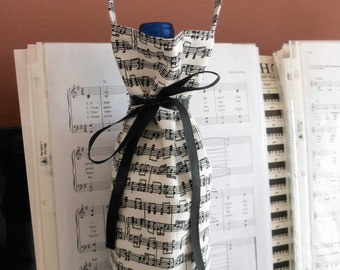 wine tote sheet music bottle cover, gift for music lover, teacher, graduate, birthday celebration, single bottle beverage carrier