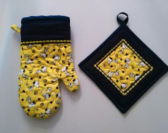 Quilted Navy and Yellow Snoopy Kitchen Set of 1 Oven Glove and 1 Pot Holder