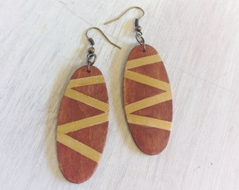 Gold striped wood earrings with natural brown