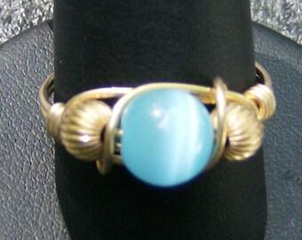 Eingebundenen Drahtring - handgemacht, Robins Egg Blue Cat's Eye mit Gold, gewellt Gold Perlen, Größe 10 durch JewelryArtistry - R309