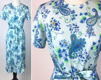 Blue Paisley Dress, Pale Blue Paisley Floral Print with Green Flowers Leaves, Fit & Flare, Tie Belt Sash Bow, Short Sleeves, Vintage 60s 70s