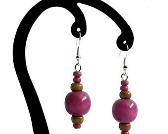 1 pink and light brown wood earrings