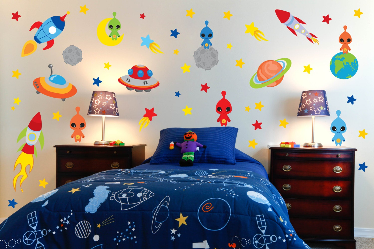 Space theme wall decals outer space room alien wall decals for Wall decor outer space
