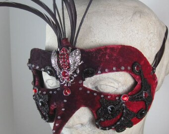 Masquerade Mask Red//Masquerade Ball Mask Red//Mask Masquerade//Masquerade Mask Mens//Halloween Masquerade Mask//Mardi Gras Masquerade Mask