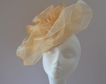 Pale gold Ascot hat. Yellow gold Ascot hat. Natural occasion hat. Yellow fascinator. Gold wedding hat. Pale yellow percher hat. Organza hat.