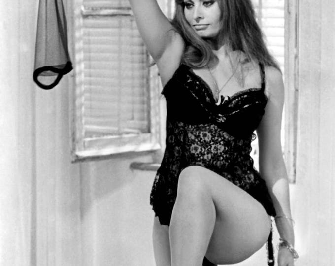 "Sophia Loren in Italian Film ""Yesterday, Today and Tomorrow"" - 5X7, 8X10 or 11X14 Publicity Photo (FB-946)"