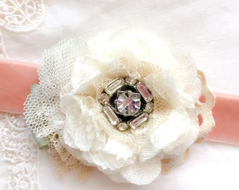 Prom Corsage - Floral Corsage - White Corsage - Wrist Corsage - Velvet Bracelet - Bridal Corsage - Bride Bracelet - Wedding Corsage