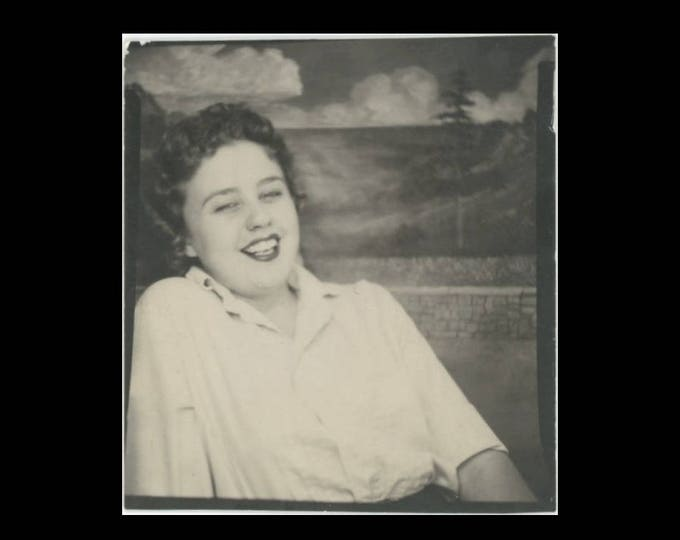 Vintage PhotoBooth Arcade Photo, c1950s: Laughing Gal (74568)