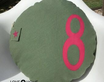 Round linen cushion
