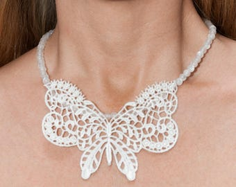 The Choker necklace Butterfly lace and pearls white cat's eye