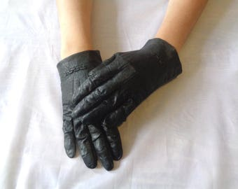 Vintage 1960s black leather wrist length gloves decorative detail at wrist theatre re-enactment costume women's driving gloves (X)