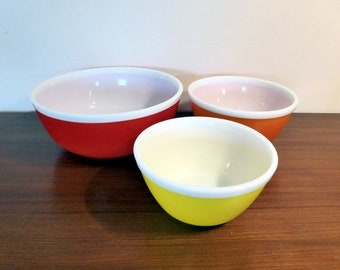 Set of 3 Pyrex rainbow mixing bowls – original from the 1970s