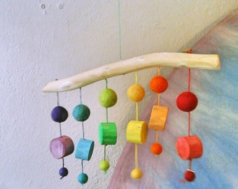 Wood and wool rainbow mobile / Nursery decor / Rainbow dots