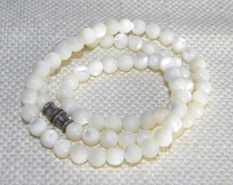 vintage Mother of Pearl MOP round beads necklace ~ 19g~- inA2203