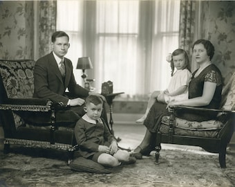 PERFECT FAMILY, (So Uncomfortable) Formal Portrait, c.1935, Vintage PHOTOGRAPH, Excellent Condition