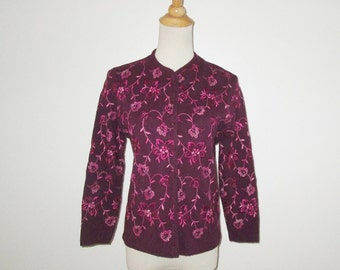 Vintage 1950s 1960s Purple Floral Sweater / 50s 60s Purple Cardigan Sweater With Pink Embroidered Floral Design By Featherknits - Size M