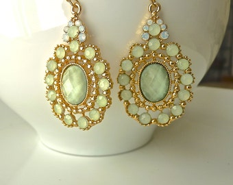 Light green seafoam festive glass jewel dangle bridesmaid earrings.
