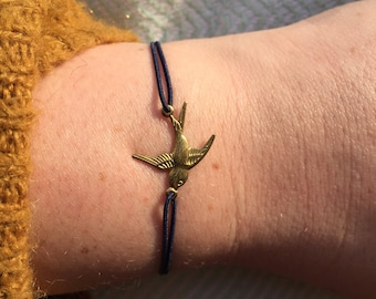 TORTUGUERO thin elastic marine blue bracelet with goldplated swallow connector.