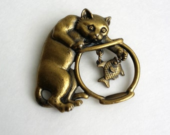 Cute Vintage Signed JJ Gold Brass Tone Cat Kitty & Fish Pin Brooch