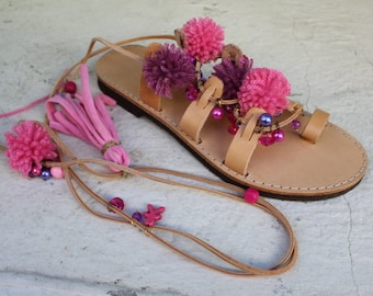 Tie Up Gladiator Sandals, Greek Leather Sandals, Boho sandals, Pom Pom sandals Sandales plates sandales a lacets nu pieds