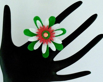 Drita (Funky Felt Flowers Cocktail Ring)