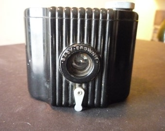 Vintage - Kodak Baby Brownie Camera - Mint condition - 1930s Collectible - gift for camera lovers - gift for photographers retro decor