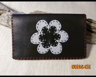 Door-checkbook black calfskin and lambskin flower decoration