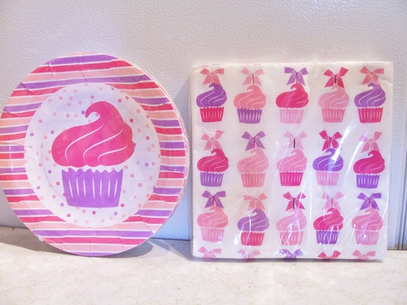 Set of cupcake paper plates and napkins - pink birthday party supplies - cupcake themed birthday decorations - pink party pack - party set from ... : cupcake paper plates - Pezcame.Com