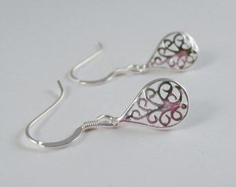 sterling silver filigree earrings, sterling silver filigree pear earrings, filigree earrings, tear drop filigree earrings,