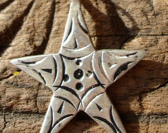 Moroccan small star hand engraved pendant with dots