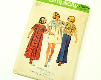 Vintage 1970s Girls Size 14 Hippie Dress in Two Lengths or Top Simplicity Sewing Pattern 6123 Complete / b32 w27 / Short Kimono Sleeves