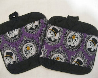 Mr and Mrs Skulls  pot holders, potholders, Set of 2,  Hot Pads, Trivets, pot handler. home decor, kitchen decor; Mikki Made Mikkimade