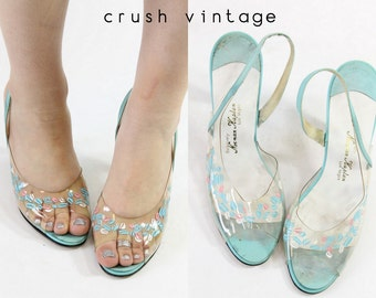 60s Vintage Shoes 6.5 / 1960s Lucite Slingbacks /  Le Chat Peep Toes
